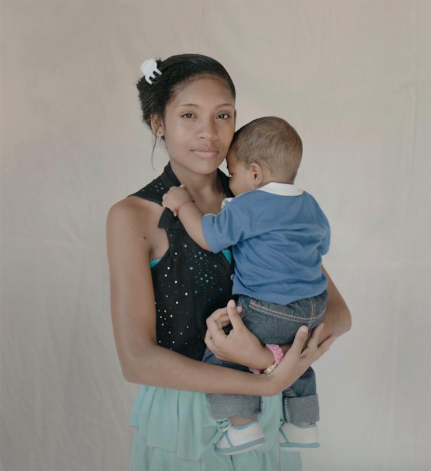 Cinci imagini care ne arata cat de greu este sa fii o mama prea tanara