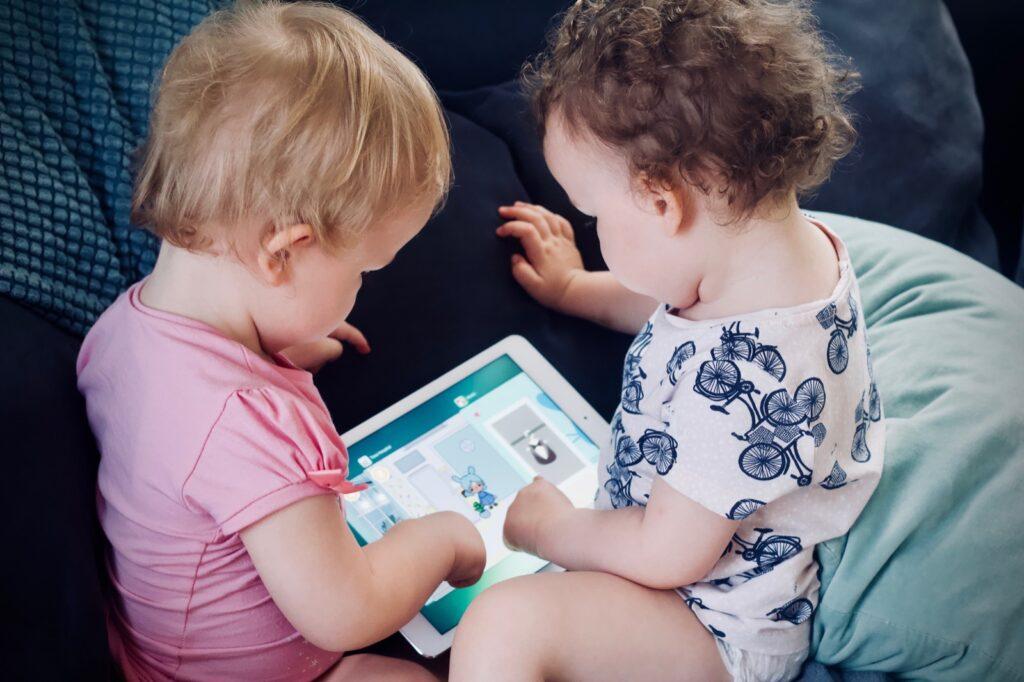 Cum putem să-i ajutăm pe copii în procesul de dezvoltare personală