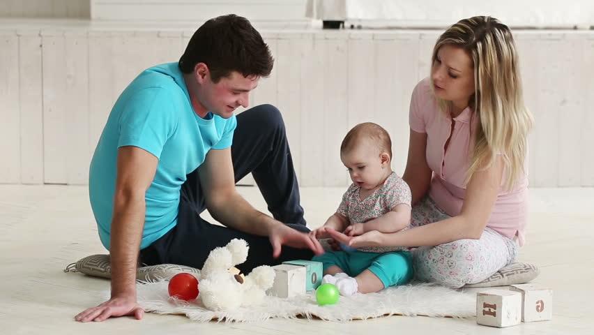 Cum îl ajutăm pe bebeluș să descopere lumea care îl înconjoară (2)
